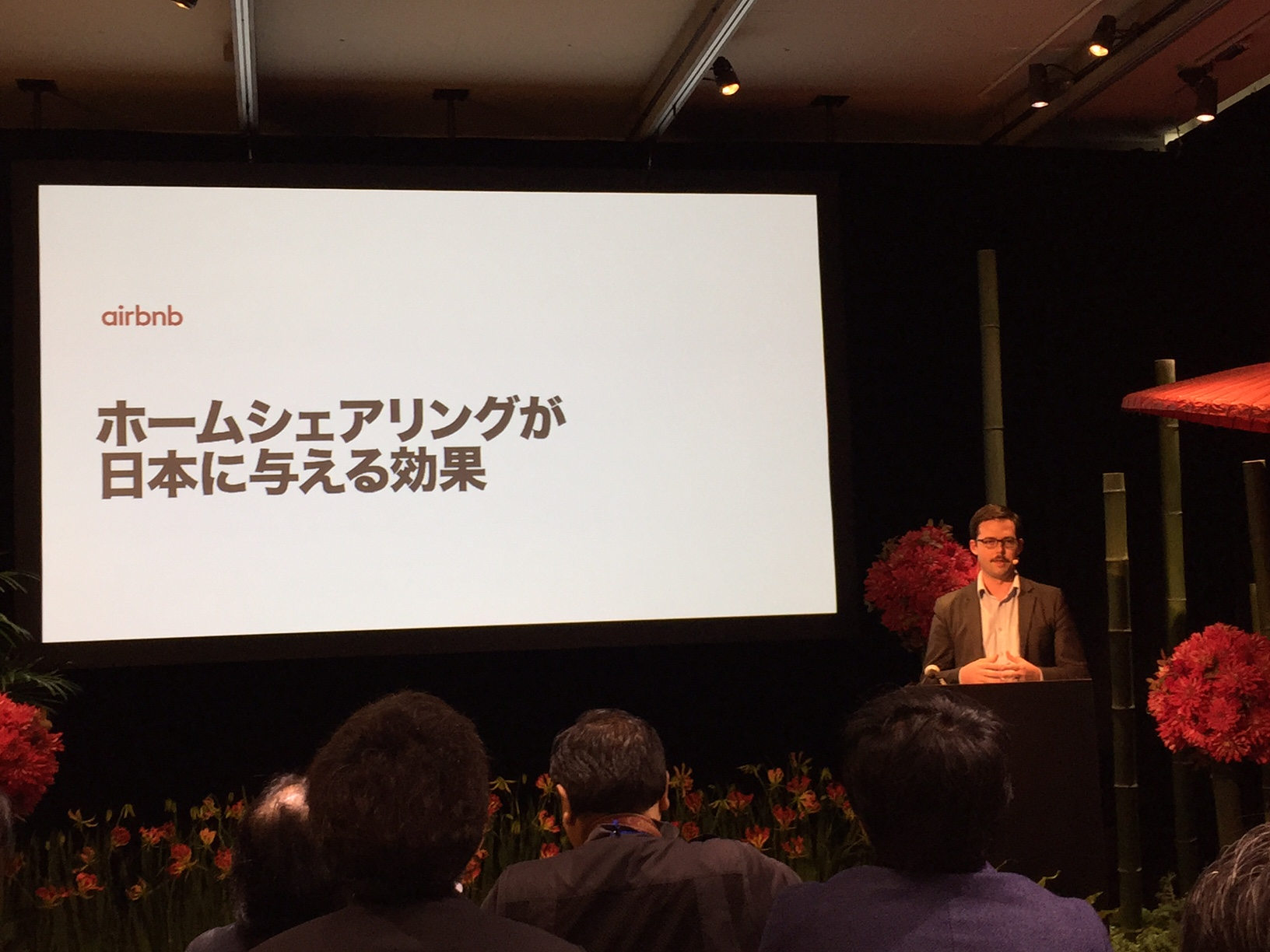 What is the breakdown of an Airbnb's bringing economic effect of 220 billion JPY in Japan?