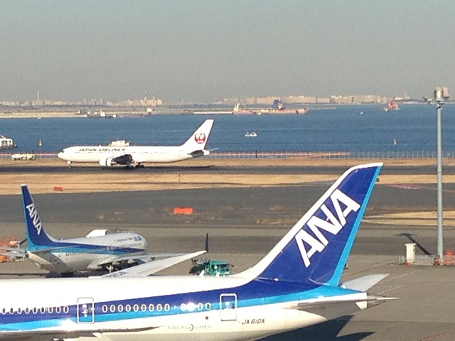 JAL and ANA struggled with passenger reductions on Europe routes in the New Year holiday period