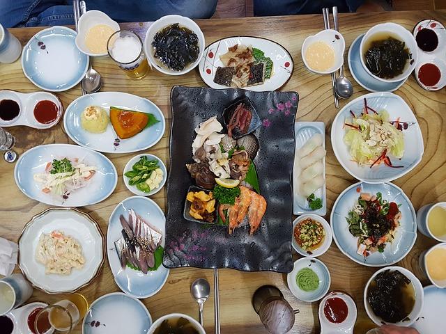Majority of Japanese travelers choose restaurants in Japan on a hit or miss basis - JTB survey