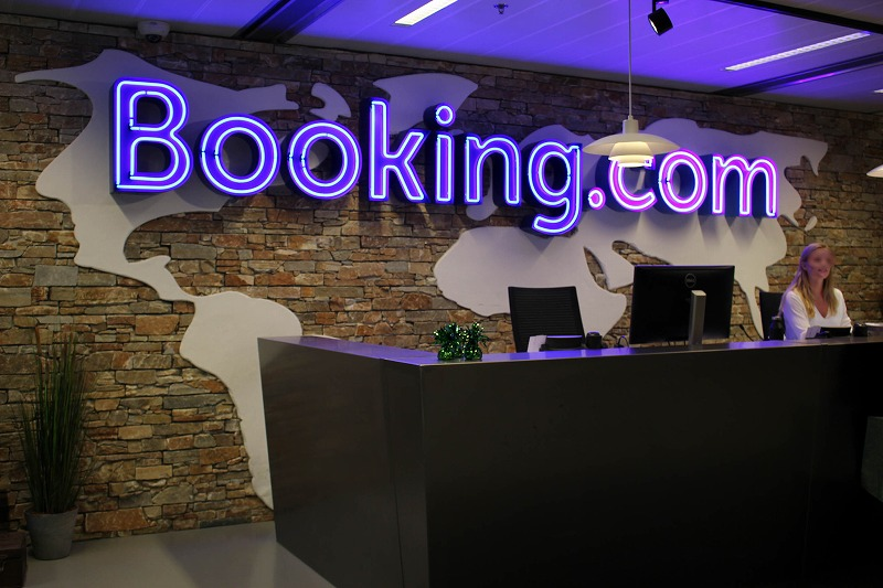 Booking.com ties up with Rakuten to enter the private accommodation market of Japan
