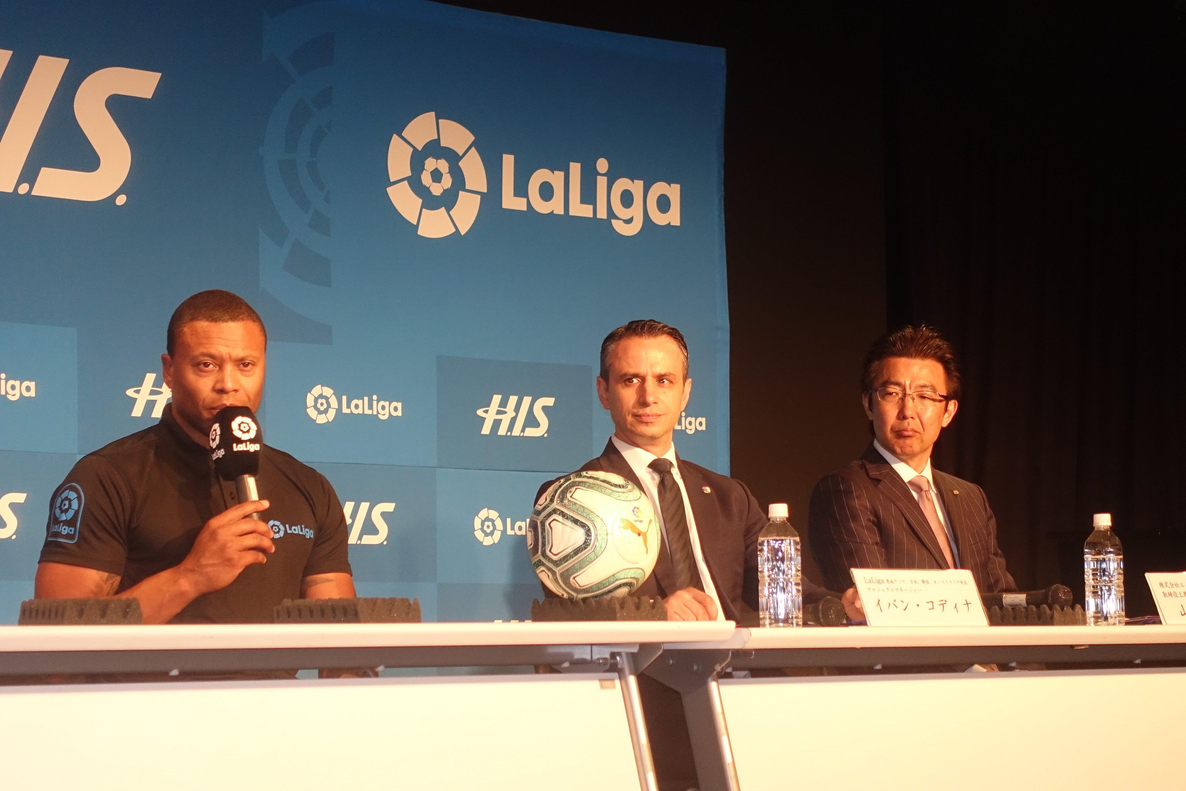 Julio Baptista (left) talks about LaLiga