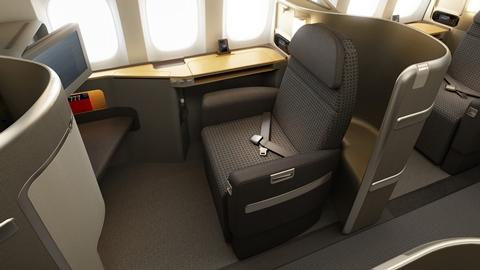 アメリカン航空、B777-300ERを受領、海外Wi-Fiやライフラットシートも