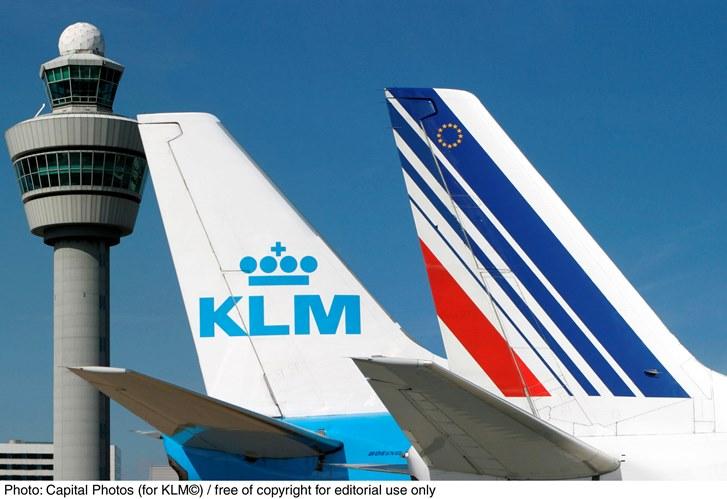 KLM、夏休みのアムステルダム空港でファミリーチェックイン、子供向けギフトも