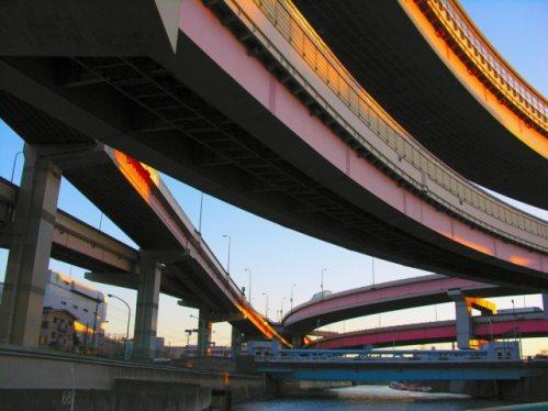観光庁、高速・貸切バスの新体制を策定-2年間で安全性向上へ