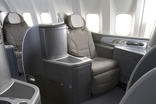 ユナイテッド航空、長距離路線のプレミアムキャビンにフルフラットシートを導入
