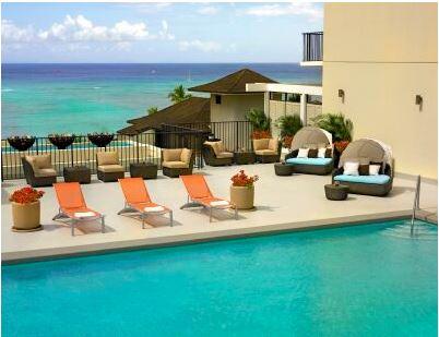 ワイキキパークホテル、夏季限定の屋外プールバーをオープン