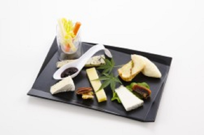 JAL、国際線機内食で提供する秋・冬の厳選国産チーズを決定