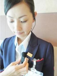 JAL、ドコモとスマホ用タイピンマイクを開発、業務改善の一環
