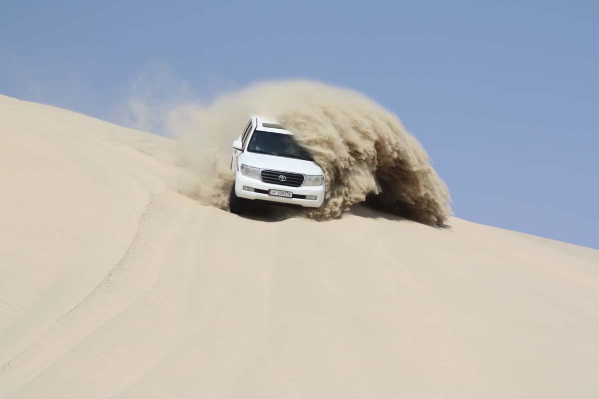 【秋本俊二の旅コラム】砂漠が織りなす絶景をドライブ、カタールでデザート・サファリ体験