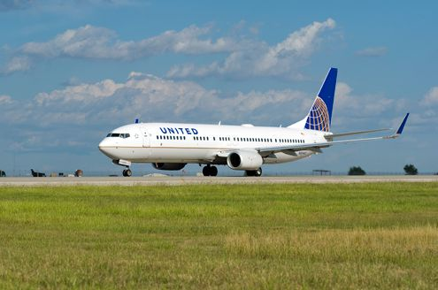ユナイテッド航空がエコノミークラス機内食を刷新、アルコール無料など新メニューを日本含む長距離路線で提供へ