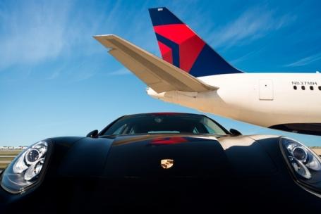 デルタ航空、ポルシェで空港内移動サービス、米国主要4空港で