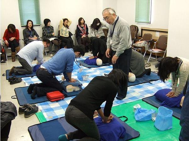 KNT、団体旅行の緊急事態に組織的対応へ、救急講習を社員に義務化