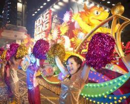 香港、恒例の旧正月パレード開催 -ロイターが中継、映像配信も
