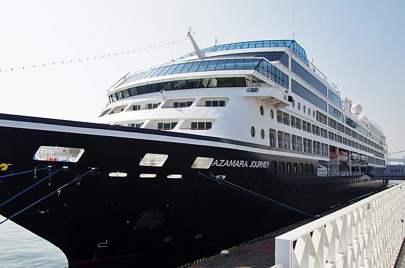 晴海客船ターミナルに停泊中の「アザマラ・ジャーニー」。