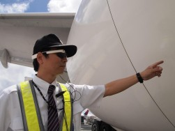 JAL、グーグル・グラスで業務効率化の実証実験、ホノルル空港で