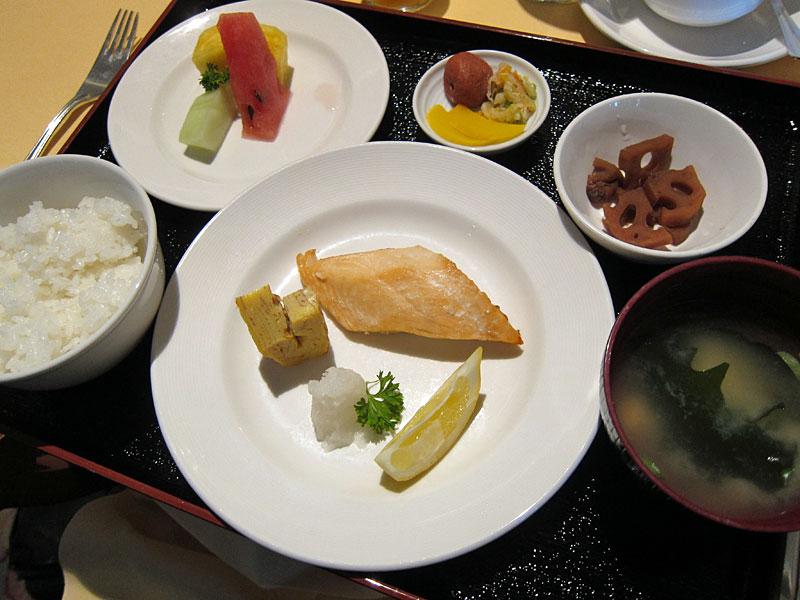 メインダイニングで提供される和朝食。ご飯の代わりにお粥を選ぶこともできる