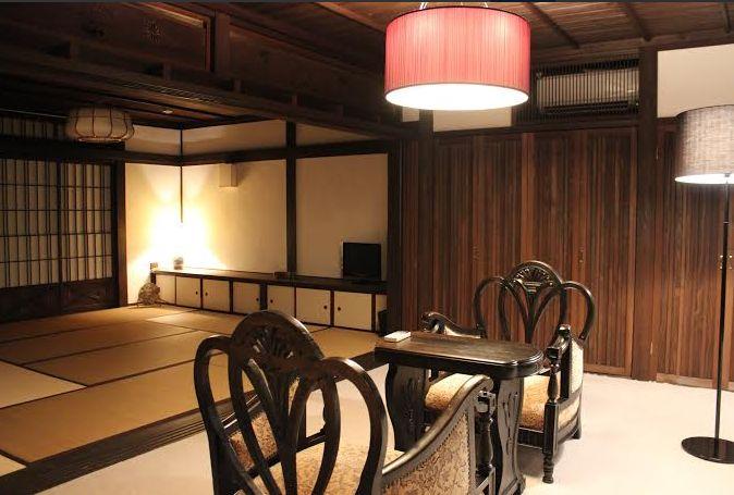 地域住宅モデル普及推進事業の展示住宅として公開された佐賀・有田の「心月庵」2階前の間と和室の様子
