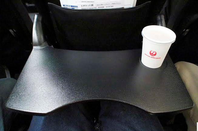 テーブルの形状に工夫が凝らされ、機能的で使い勝手がいい