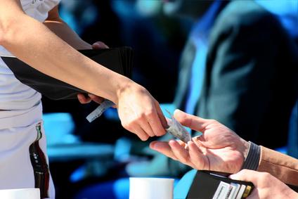 バスの運転手に支払うチップは交際費になる? ―交際費への3つの質問