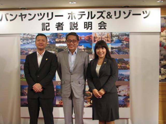 左から日本支社マーケティングディレクター古川哲也氏氏、会長ホー・クウォンピン氏、日本支社取締役副社長・椎名祥子氏