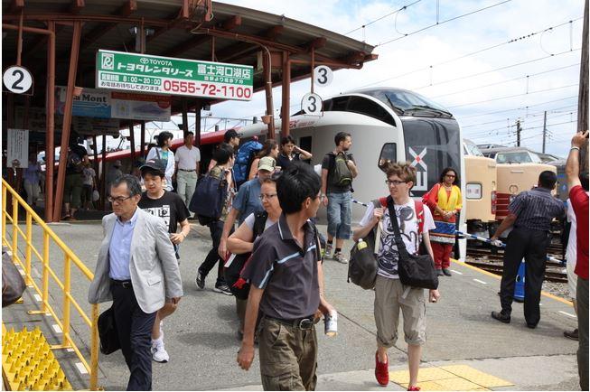成田エクスプレス、河口湖乗入れを11月30日まで延長、利用者3000人突破の好調さで