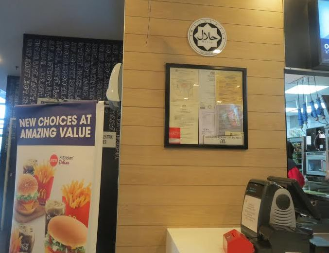 マクドナルドにすらハラル認証マークが目立つところに大きく掲げられるマレーシア