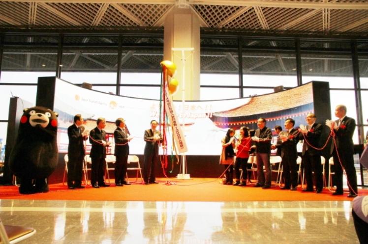 訪日外国人数が1300万人に到達、太田国交省大臣を迎え成田空港で記念式典も