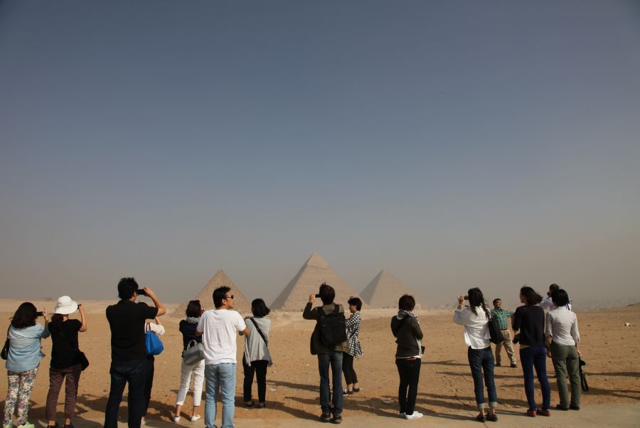 三大ピラミッドが一望できる絶景ポイントで