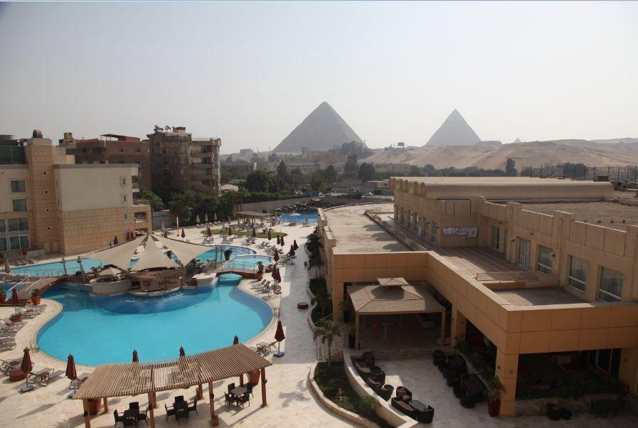 ピラミッドビューが自慢の「モーベンピック・ピラミッド・ホテル」