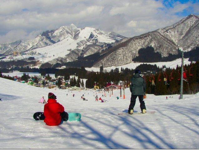 クラブツーリズム、車いす利用者向けのスキー体験ツアーを販売、北海道・キロロリゾートで2泊3日