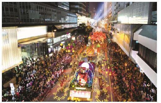 香港で旧正月を祝う国際ナイト・パレード開催、「沖縄元気太鼓舞EISA」も参加