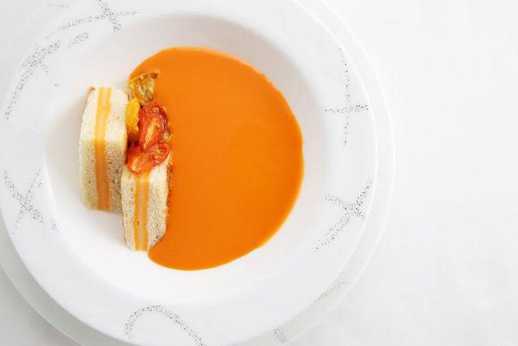 CXのニューヨーク発香港行き2月メニュー例。トマトも旨味が豊富な食材