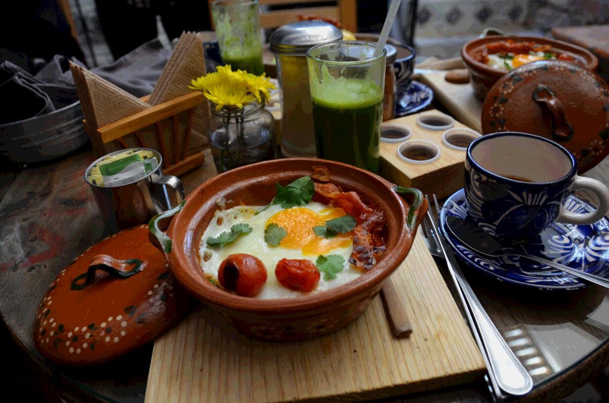 洒落たカフェも多い。時にはカフェで朝食を取るのもこの町の楽しみだ