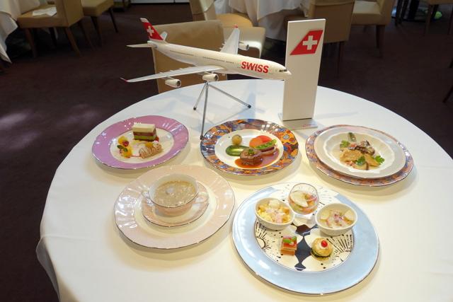試食会では今後1年間に提供される成田発のファーストクラス、ビジネスクラスの機内食からいくつかのメニューがお披露目された