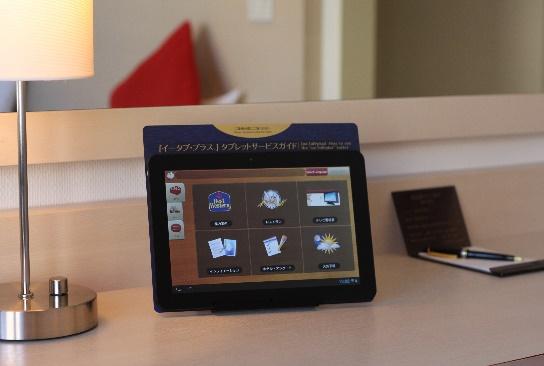 ホテルの客室に設置する情報タブレット導入が拡大、外国人旅行者向けにベストウエスタンナゴヤなどで