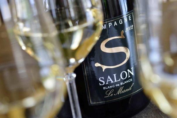 エコノミークラスでシャンパンが飲める航空会社は? 機内のワイン事情を調べてみた