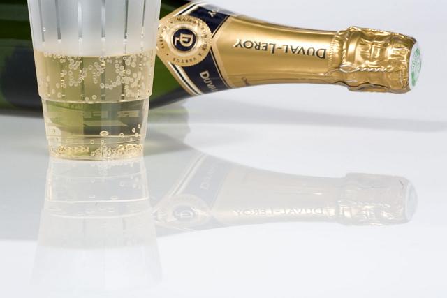 エールフランスではエコノミークラスでもシャンパンを提供