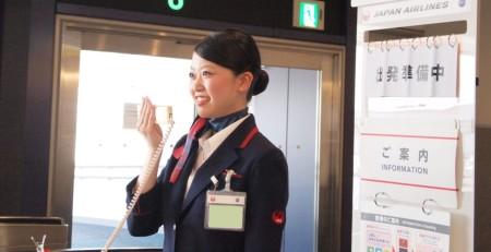 空港の音声アナウンスをスマホ上で文字表示するサービス登場、JALとヤマハ共同の実証実験で