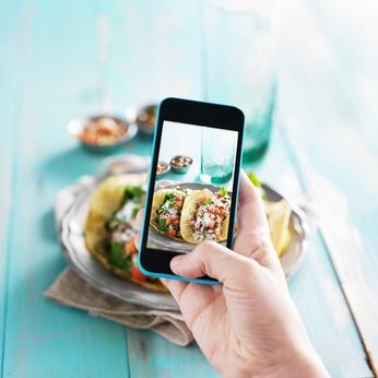 スマホでの飲食店情報検索、クチコミサイトで重視するのは「料理の写真」が最多に ―ジャストシステム