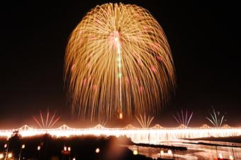 行ってみたい国内花火大会ランキング、人気トップは新潟「長岡」、2位は秋田「大曲」 -HIS