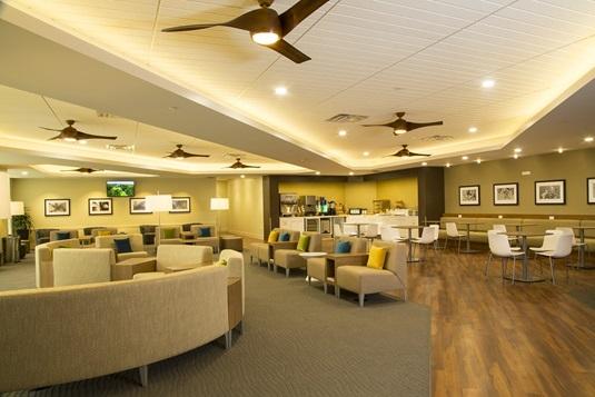 ハワイアン航空、ホノルル空港に新ラウンジをオープン、ハワイらしい空間を演出
