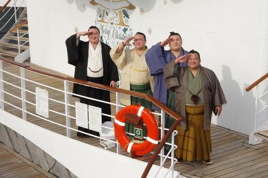 豪華客船・飛鳥IIで「大相撲クルーズ」、関取や行司・呼び出しなどが乗船 ―郵船クルーズ