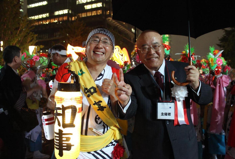 行幸通りで青森ねぶたの運行を先導した青森県三村申吾知事とJATA田川博己会長