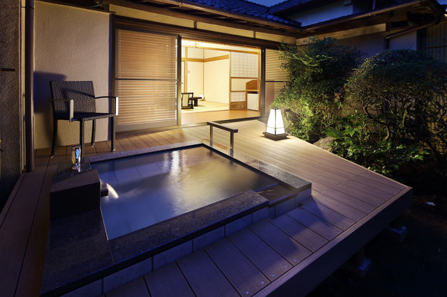 「いい夫婦の日」で箱根ツアー、ポルシェなどの名車ドライブと露天風呂付き個室宿泊をセットで ―藤田観光など