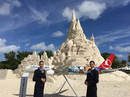 【動画】トルコ航空が「世界一高い砂の城」制作でギネス登録、マイアミ直行便の就航記念で