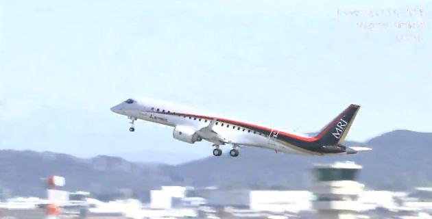 【動画】日本初のジェット旅客機「MRJ」の初飛行が成功、美しい飛行姿にファンや業界が歓声