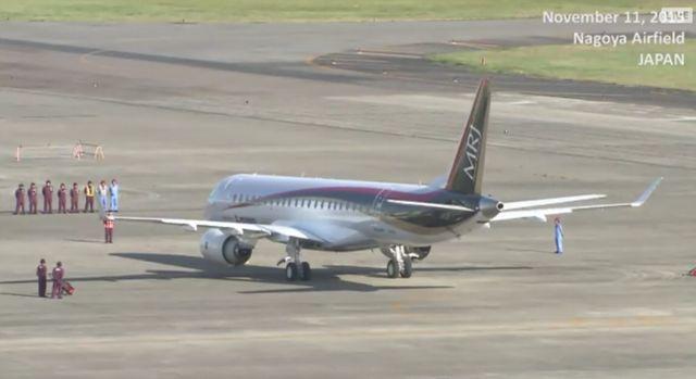 【速報】日本初のジェット旅客機「MRJ」の初飛行、間もなく離陸と着陸の様子をライブ中継
