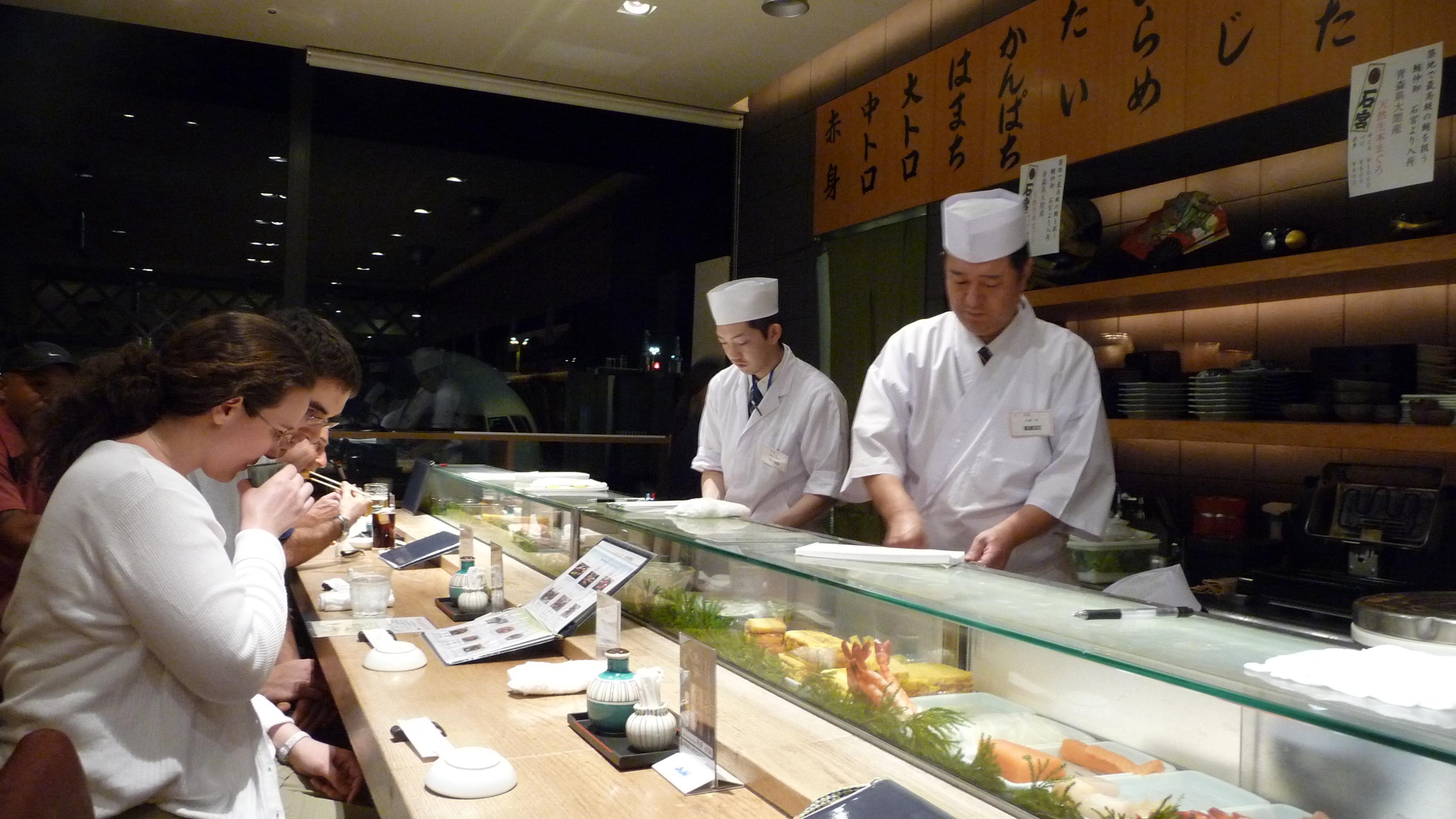 空港で人気の飲食店、No.1は成田の「すし京辰」、「551蓬莱軒」もランクイン  - トリップアドバイザー