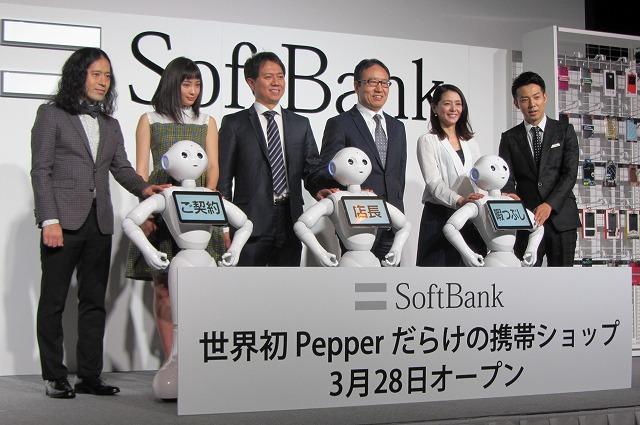 """旅行・観光でもロボット「Pepper」続々、""""賑やかし""""から接客の実務補助など本格化 -Pepper World 2016"""