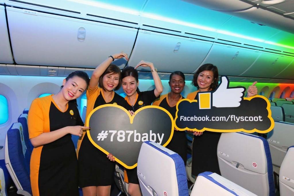 787でサービスできることの喜びを笑顔で話してくれた客室乗務員たち =撮影:チャーリィ古庄